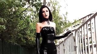 Ultra sexy goth..